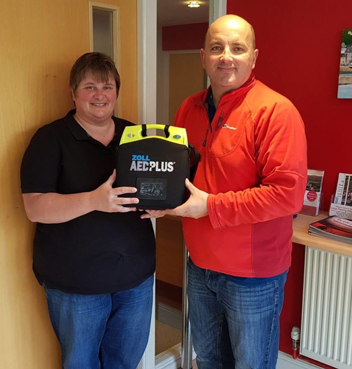 Generosity of owners leads to installation of defibrillator at Morben Isaf Holiday Park